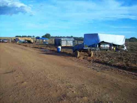 ACAMPAMENTO Fazenda Lírio Branco - 14.04.14